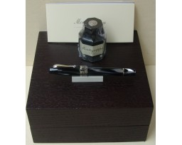 Montegrappa Extra 1930 Black and White Celluloid Fountain Pen