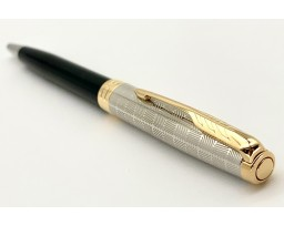 Parker Sonnet Premium Metal And Black Lacquer with Gold Trim Ball Pen
